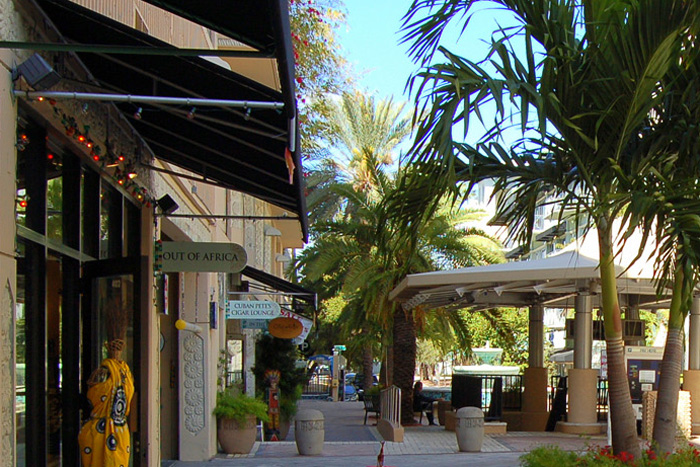 Visiting CocoWalk and Grand Avenue in Coconut Grove
