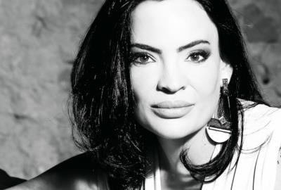 Elen Müller is an identity coach for women in Miami